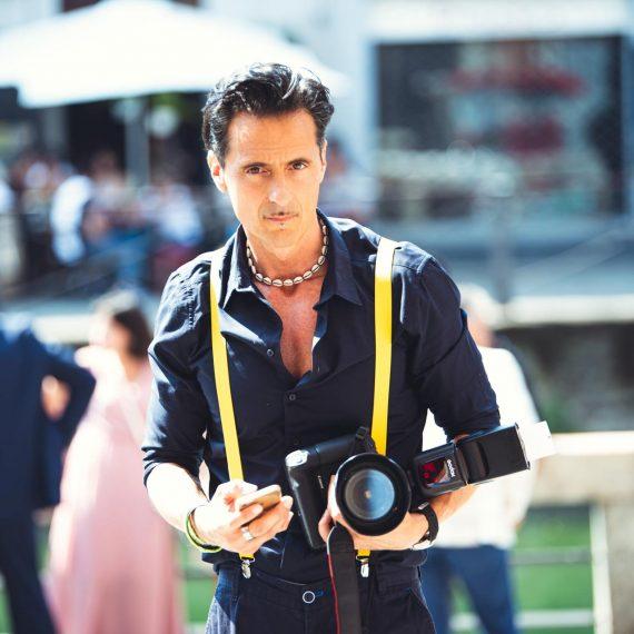 fotografo uomo macchina fotografica