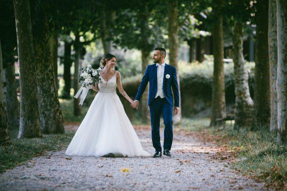 sposi viale alberato