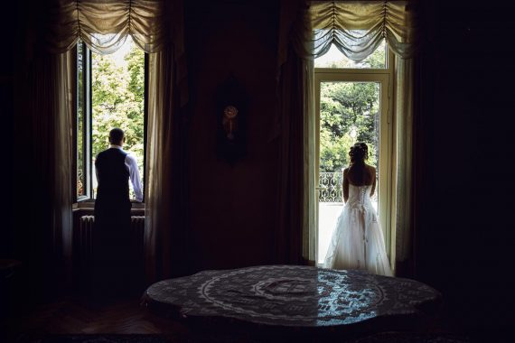 sposi villa finestra