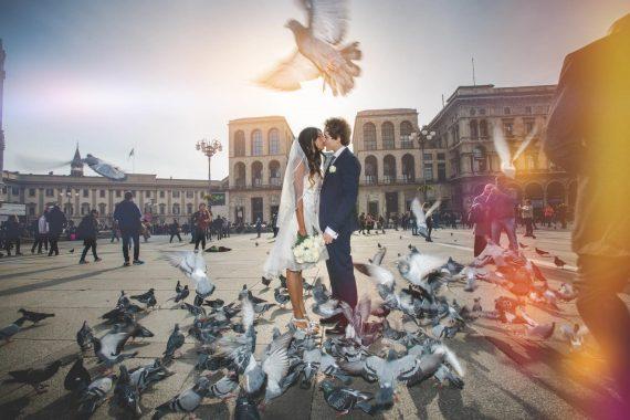 sposi bacio piazza uccelli