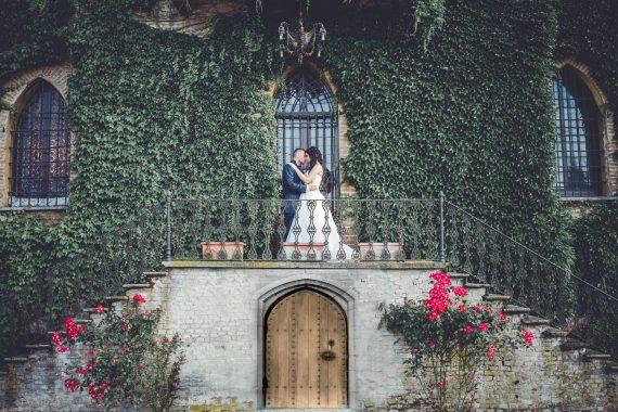 sposi bacio villa edera porta
