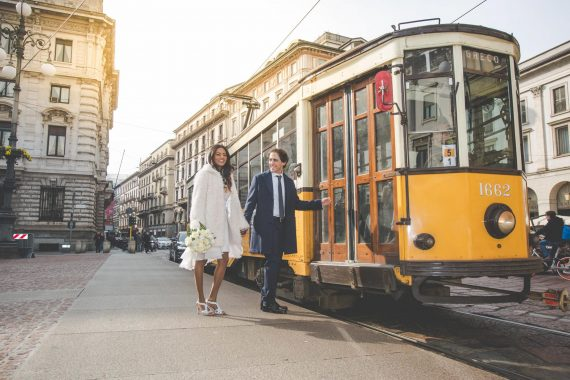 sposi tram strada bouquet