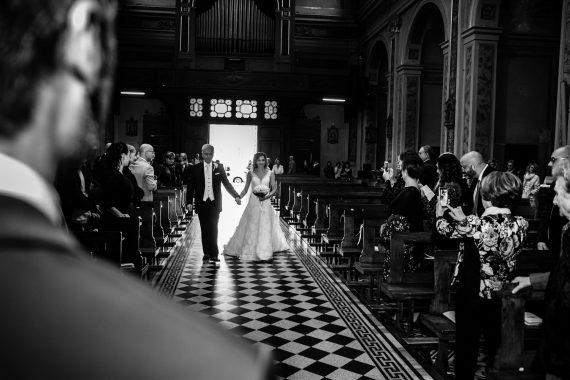 sposa padre chiesa entrata bianco nero