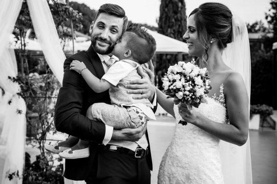 sposi bambino bouquet famiglia bianco nero