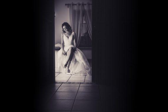 sposa abito luce casa bianco nero
