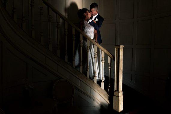 sposi bacio scale ombra