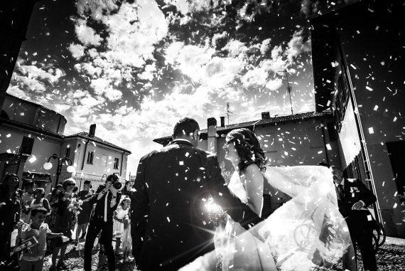 sposi riso fotografo bambini bianco nero