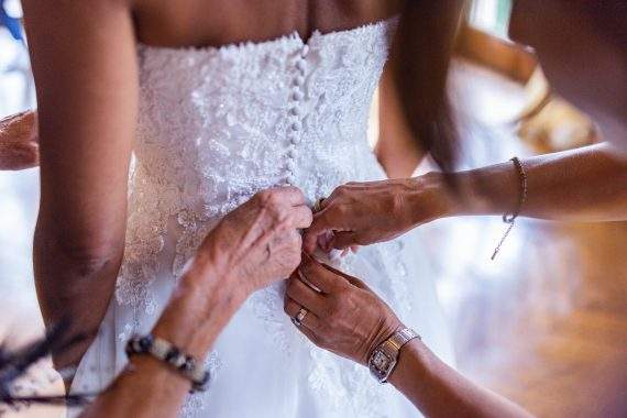 sposa damigella abito mani