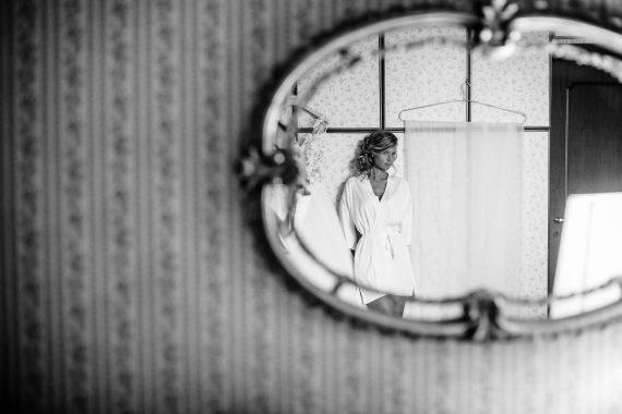 sposa specchio velo
