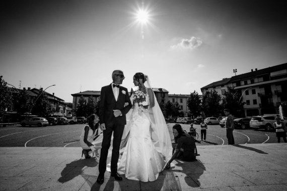sposa padre sagrato damigelle bouquet bianco nero