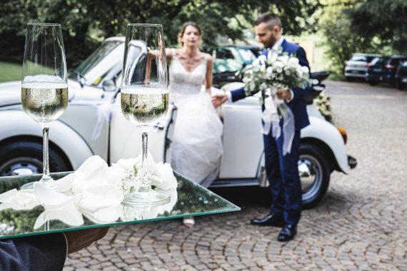 sposi auto bouquet ricevimento vino