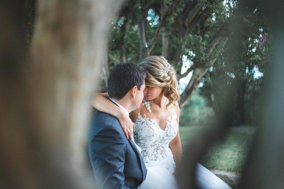 sposi bacio natura