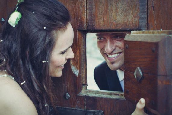 sposi sorrisi porta legno