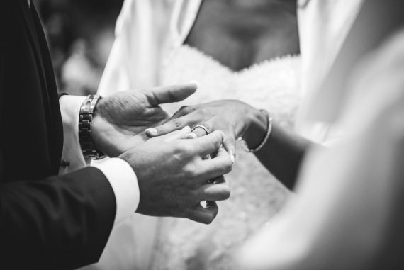 sposi fedi bianco nero