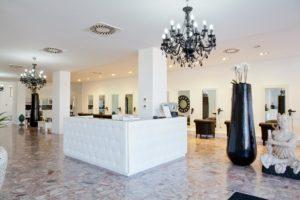 interno salone di bellezza reception statue