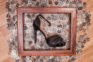 scarpa tacco cornice fibbie
