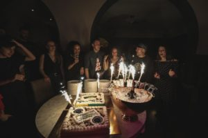 evento torta compleanno speaker