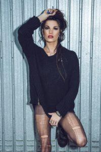 ragazza modella maglione