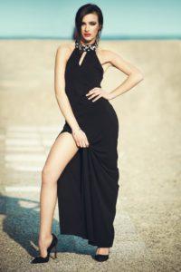 ragazza modella spiaggia