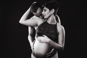 uomo donna gravidanza intimo bianco nero