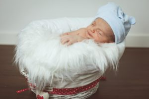 bambino neonato gravidanza culla famiglia