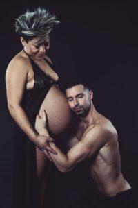 uomo donna famiglia gravidanza intimo