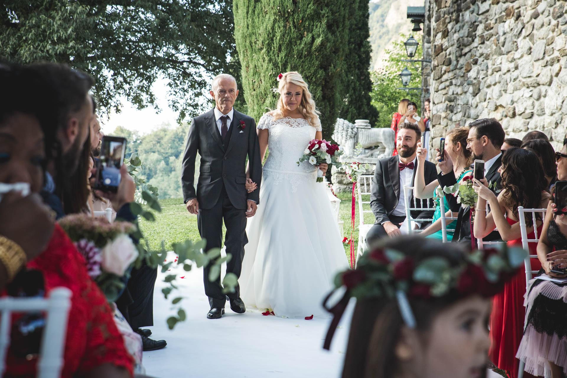 sposa papà cerimonia invitati
