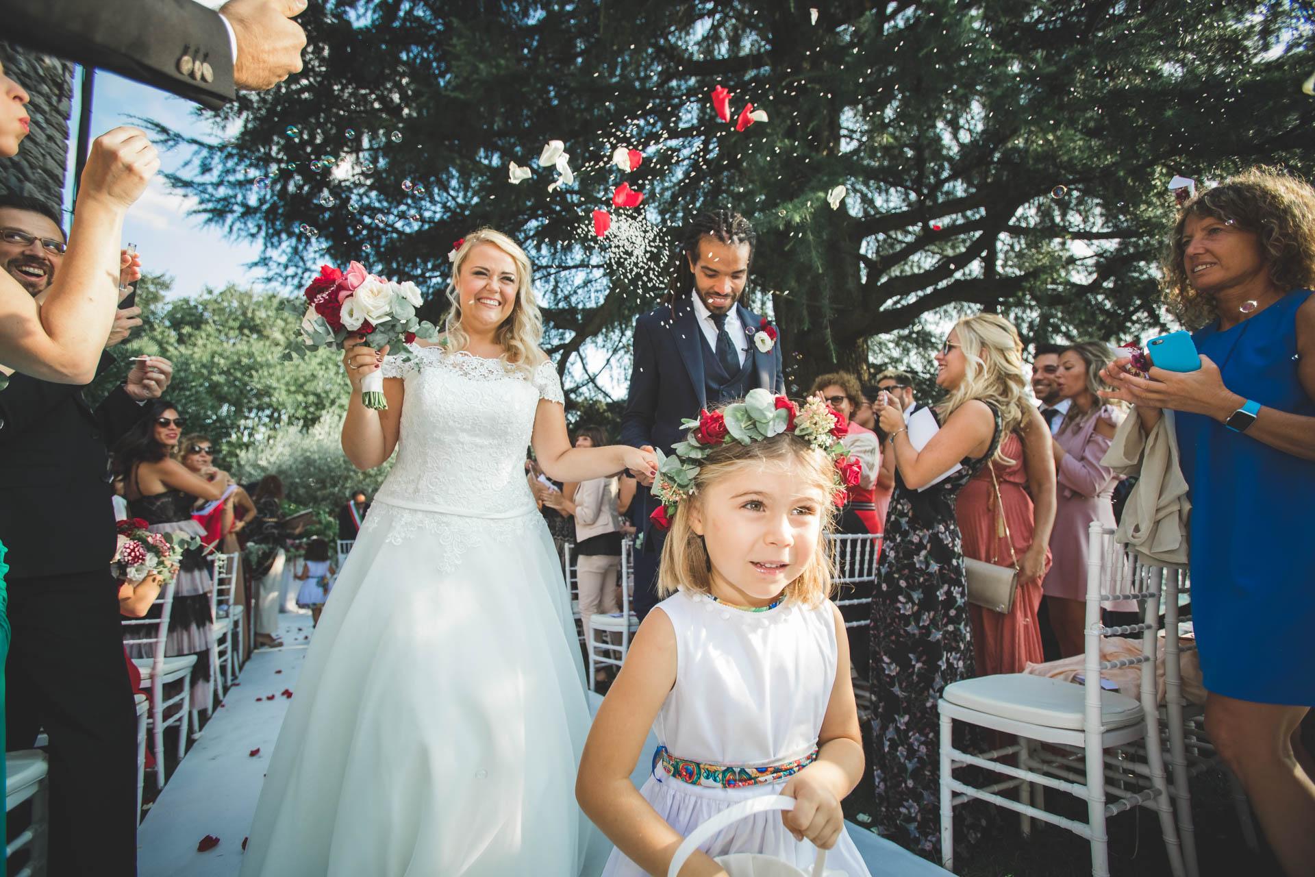 sposi matrimonio cerimonia paggetto invitati