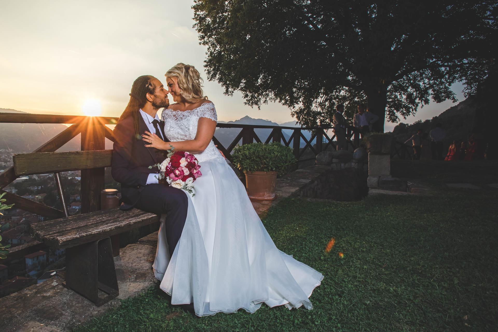 matrimonio sposi bacio