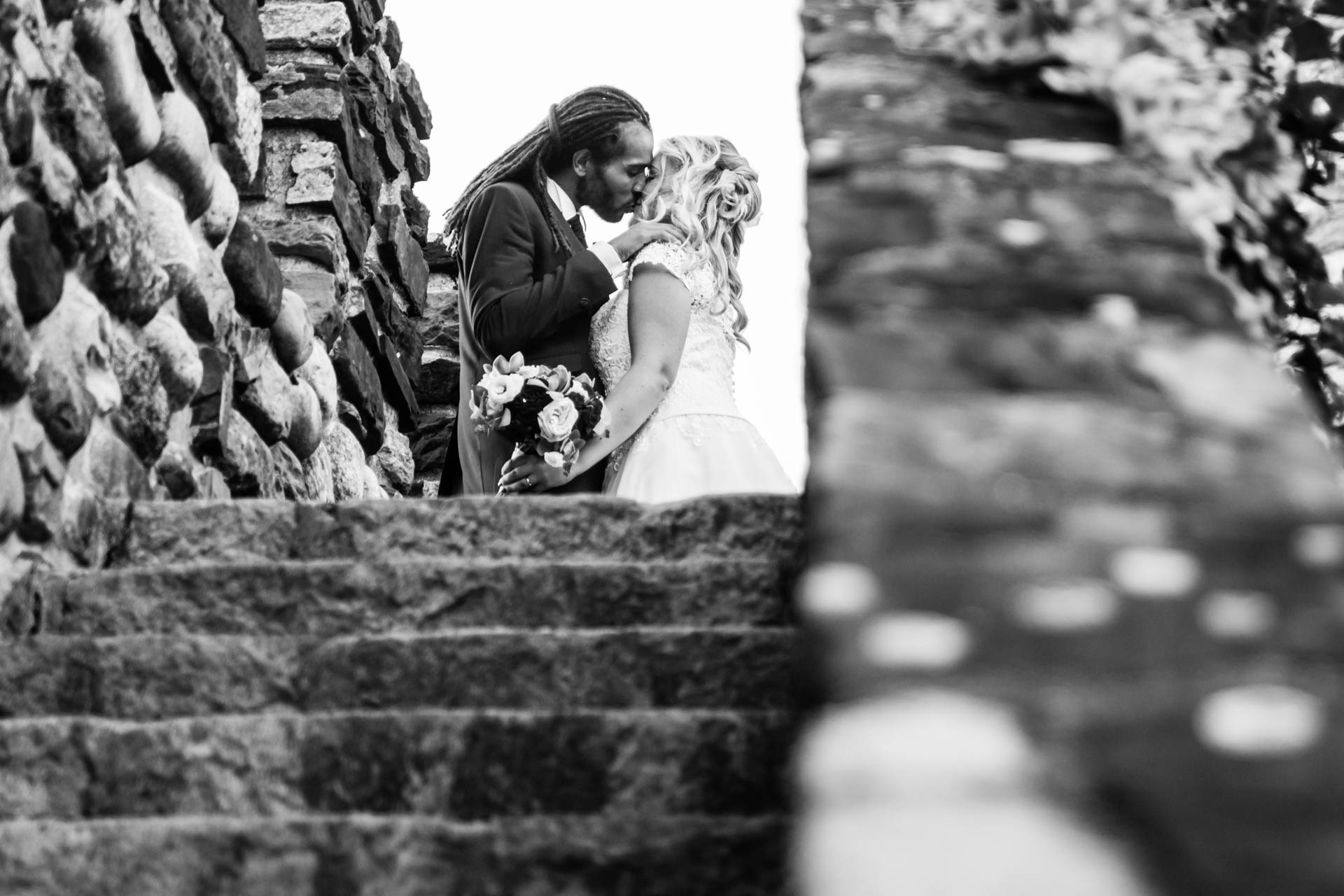 matrimonio sposi bacio bianco nero