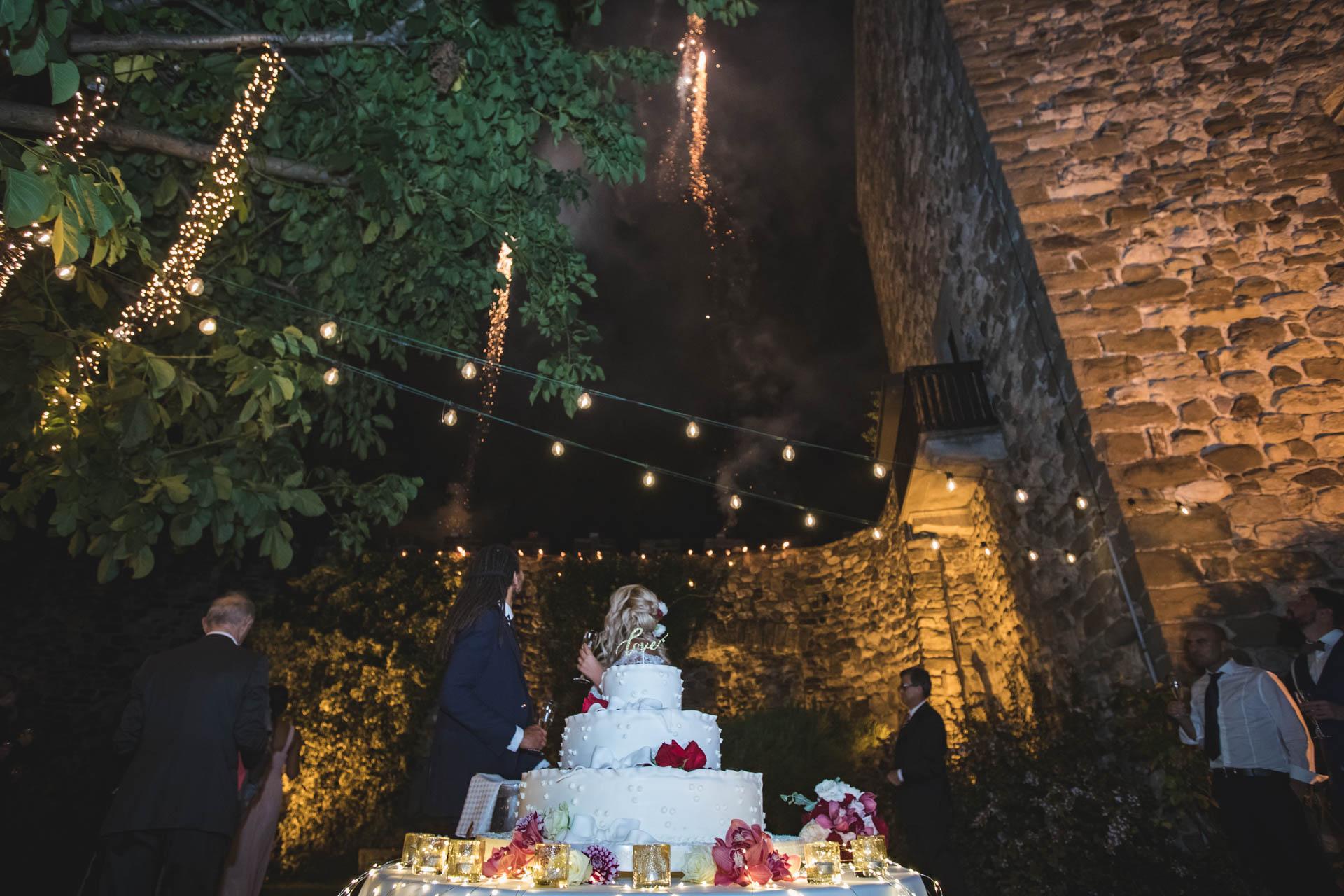 matrimonio sposi fuochi artificiali taglio torta brindisi