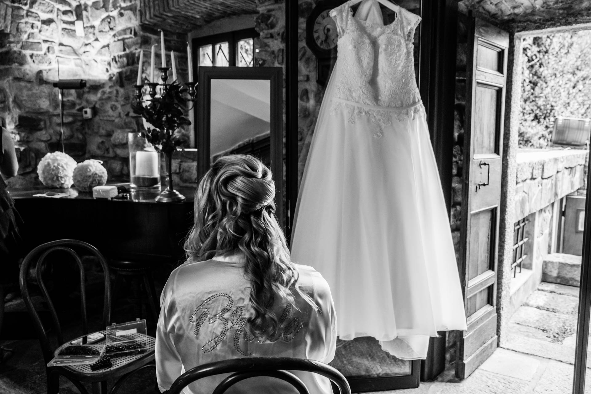 sposa sedia abito bianco nero