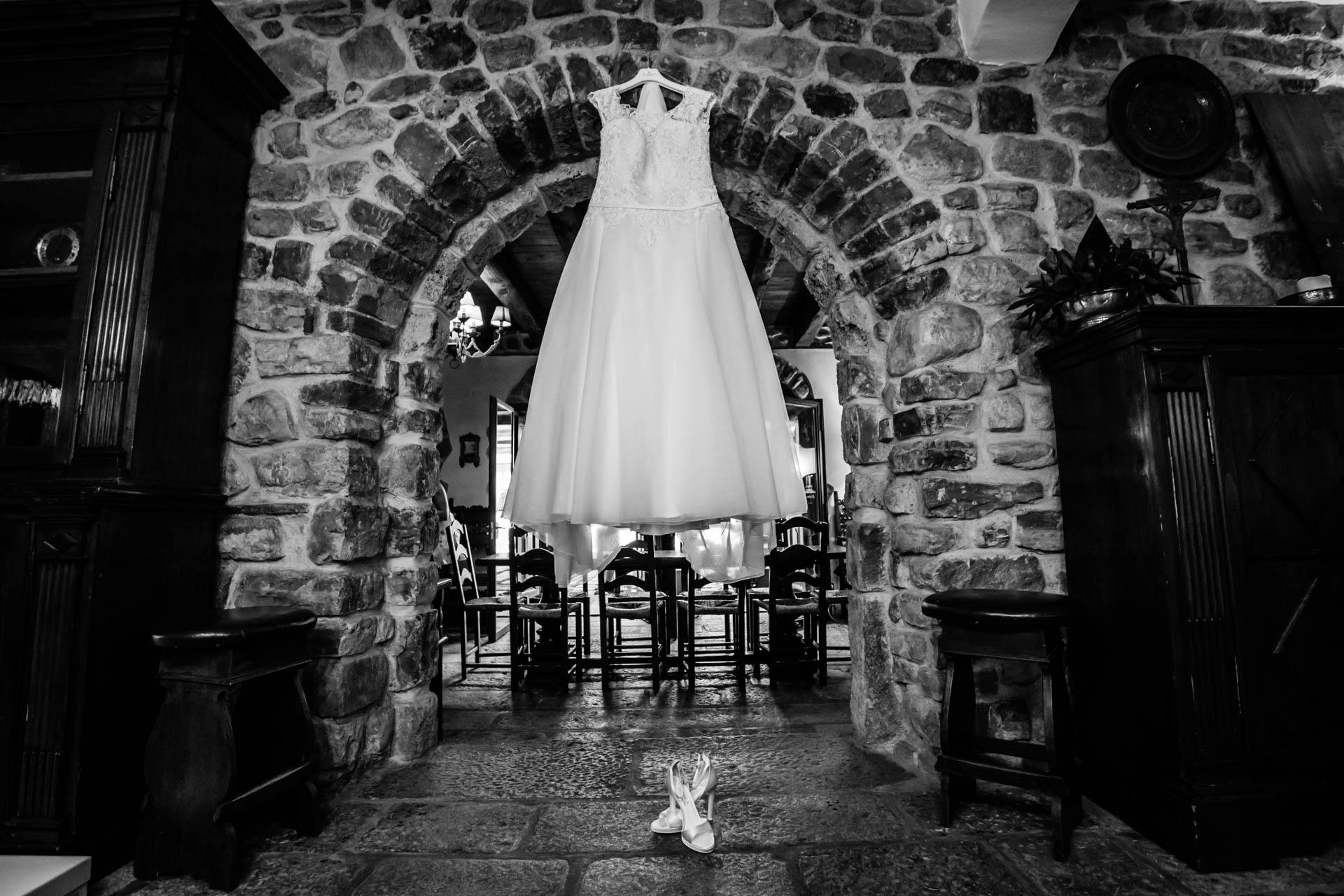 abito sposa scarpe bianco nero