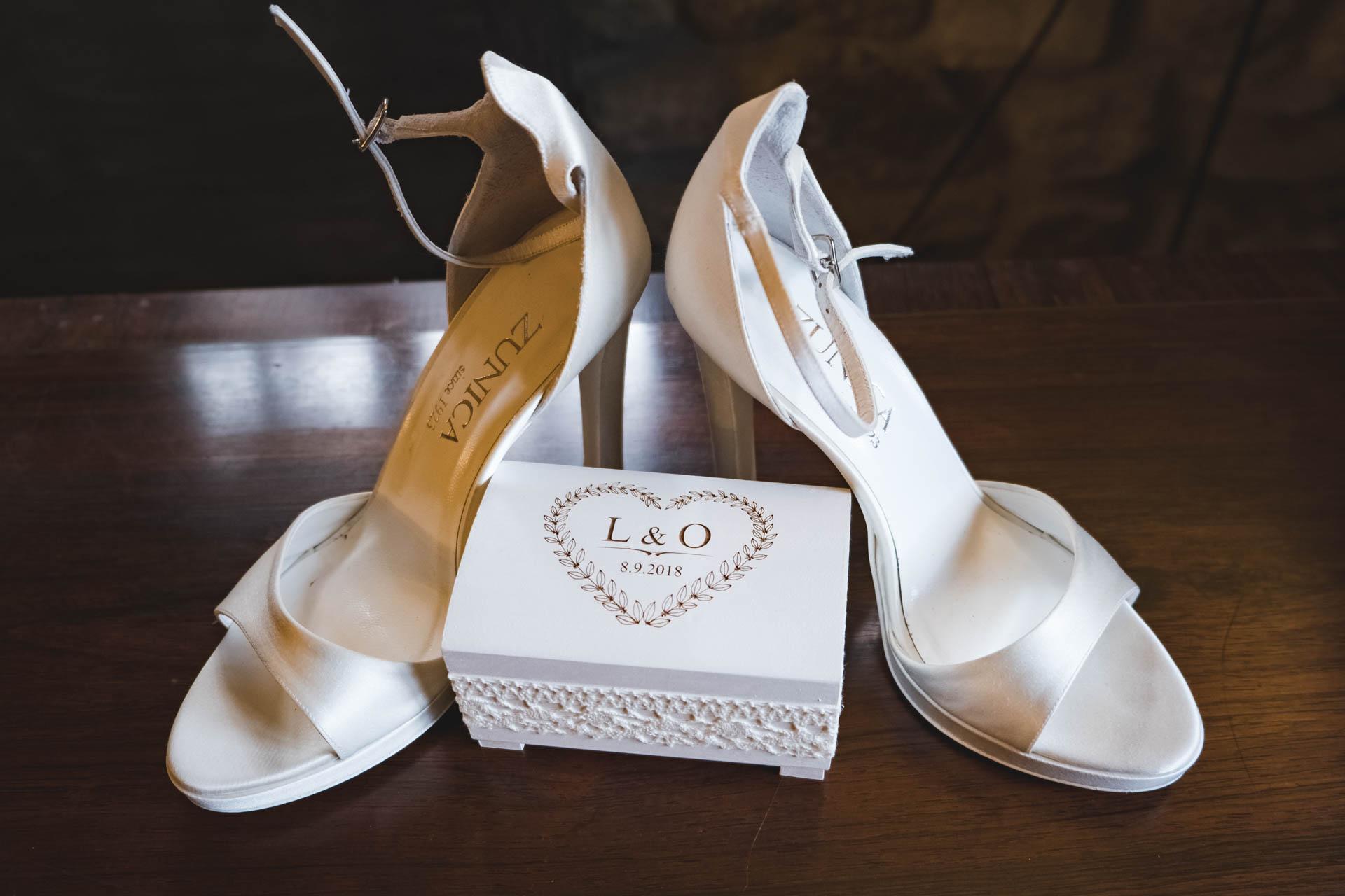 particolare scarpe sposa bomboniera
