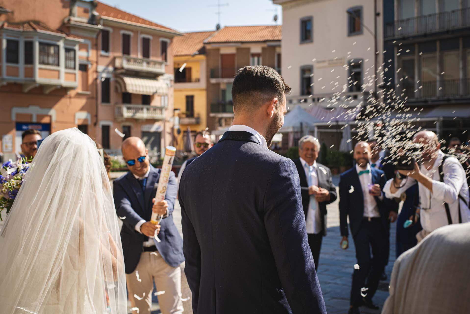sposi invitati chiesa sagrato