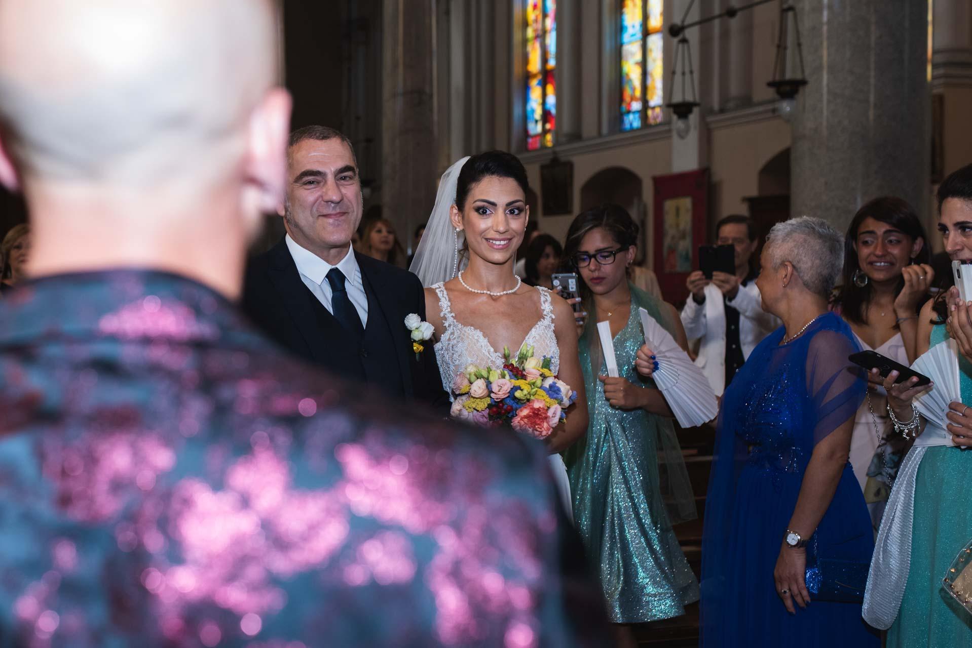 sposa sposo matrimonio chiesa invitati