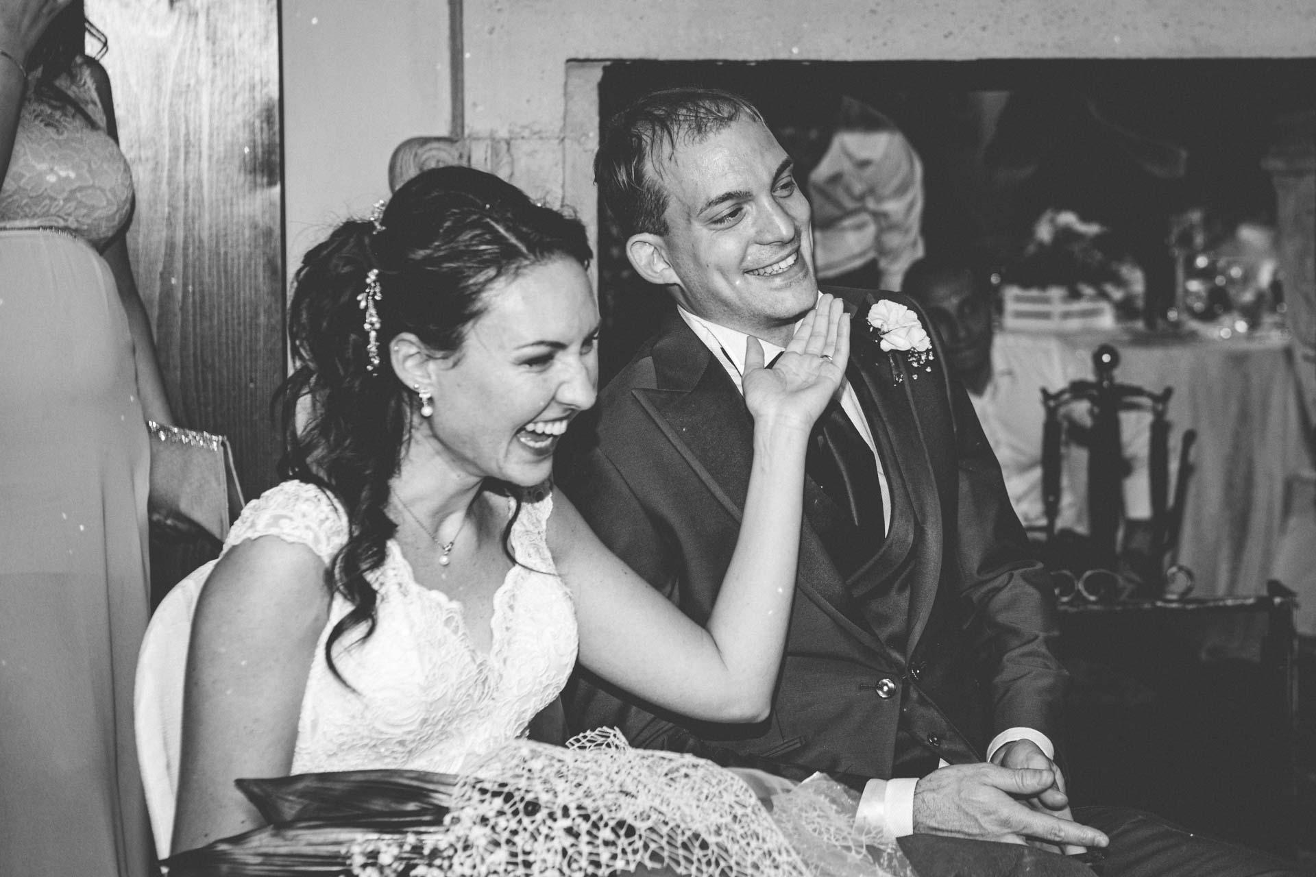 sposi sorrisi ricevimento bianco nero
