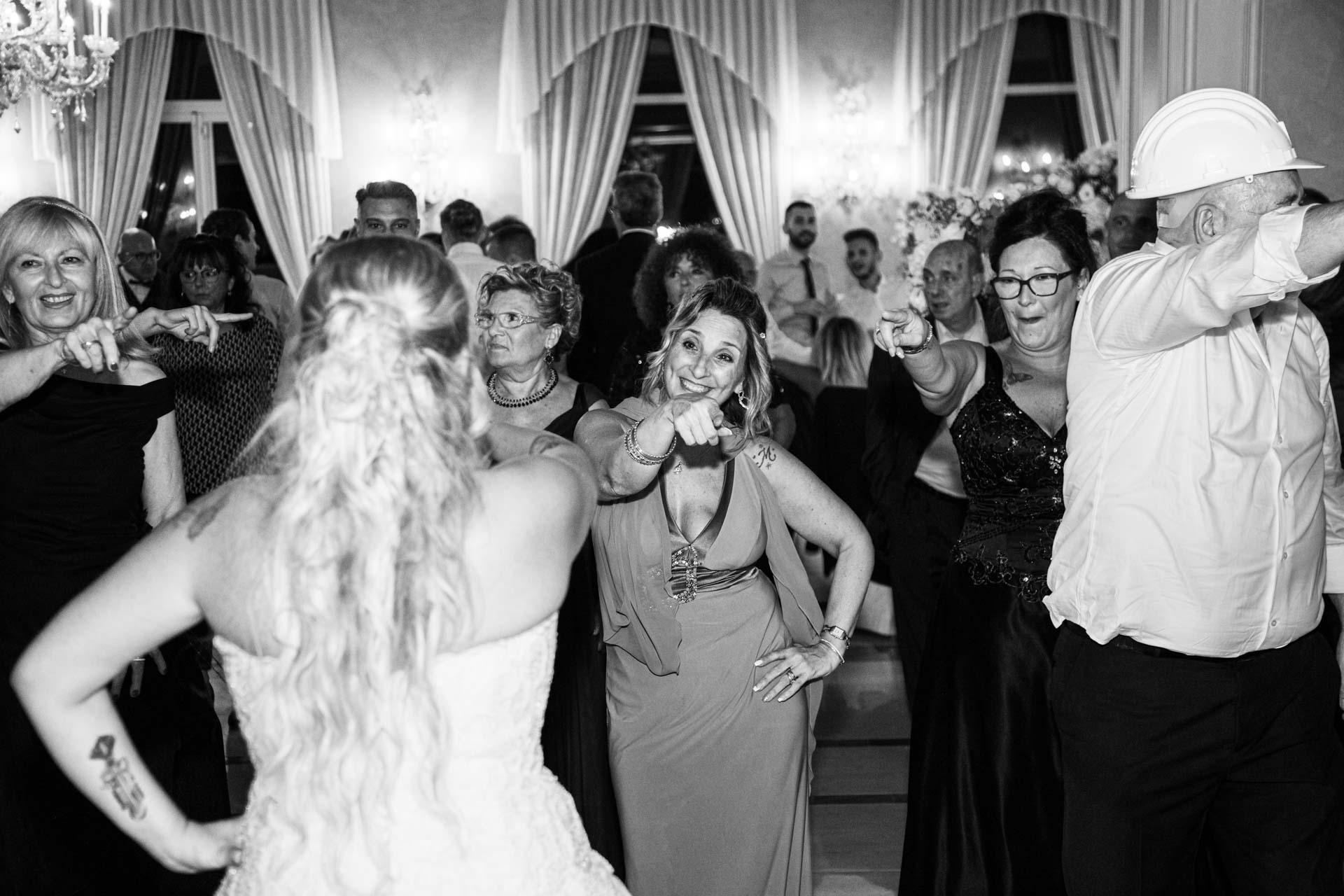 sposa ballo ricevimento bianco nero