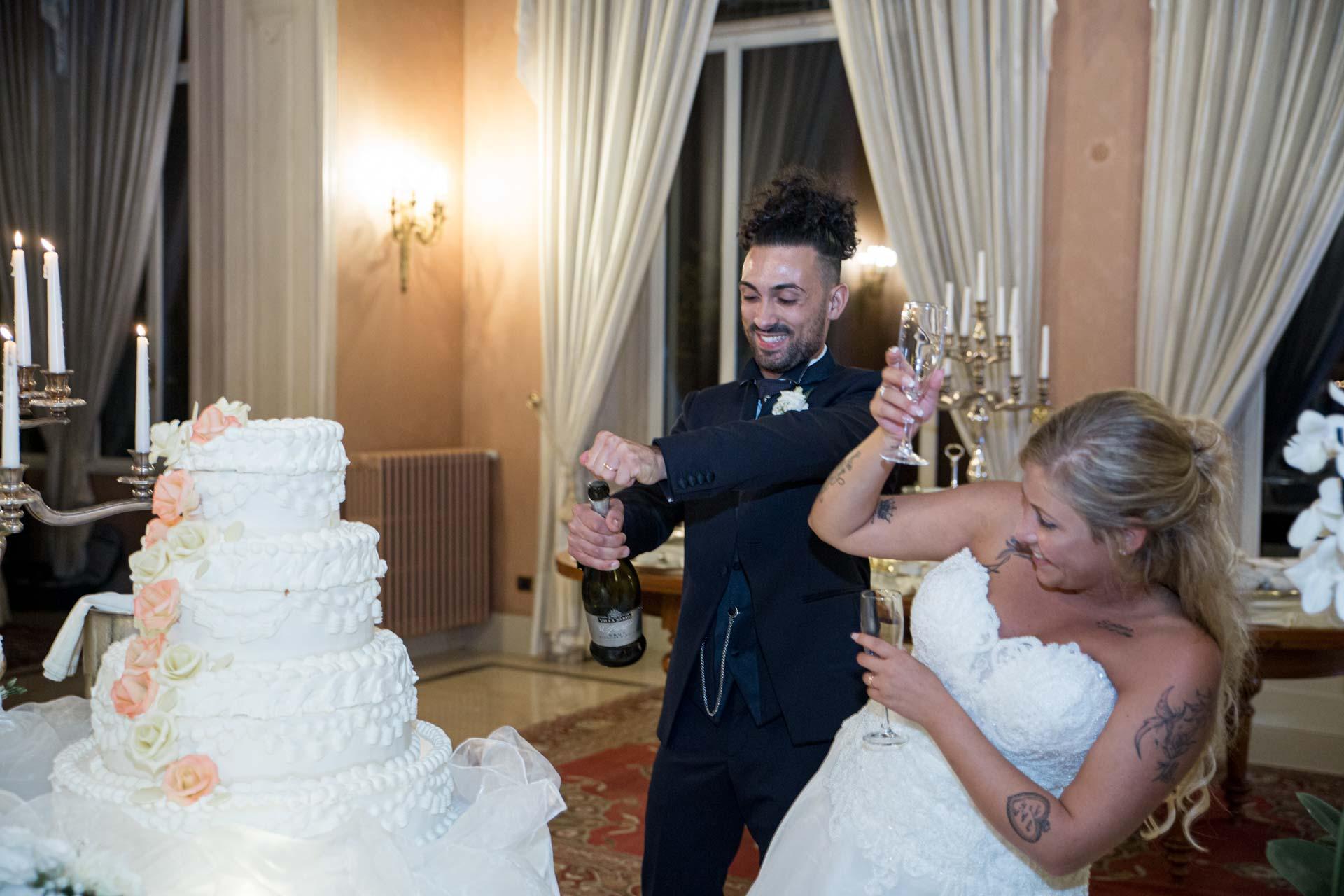 sposi torta brindisi