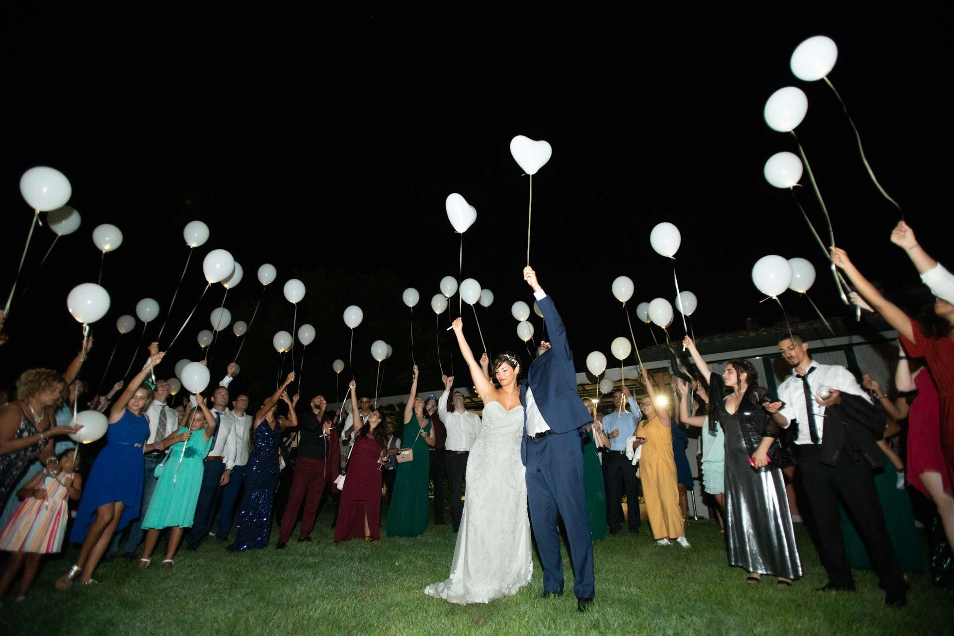 matrimonio sposi invitati ricevimento palloncini