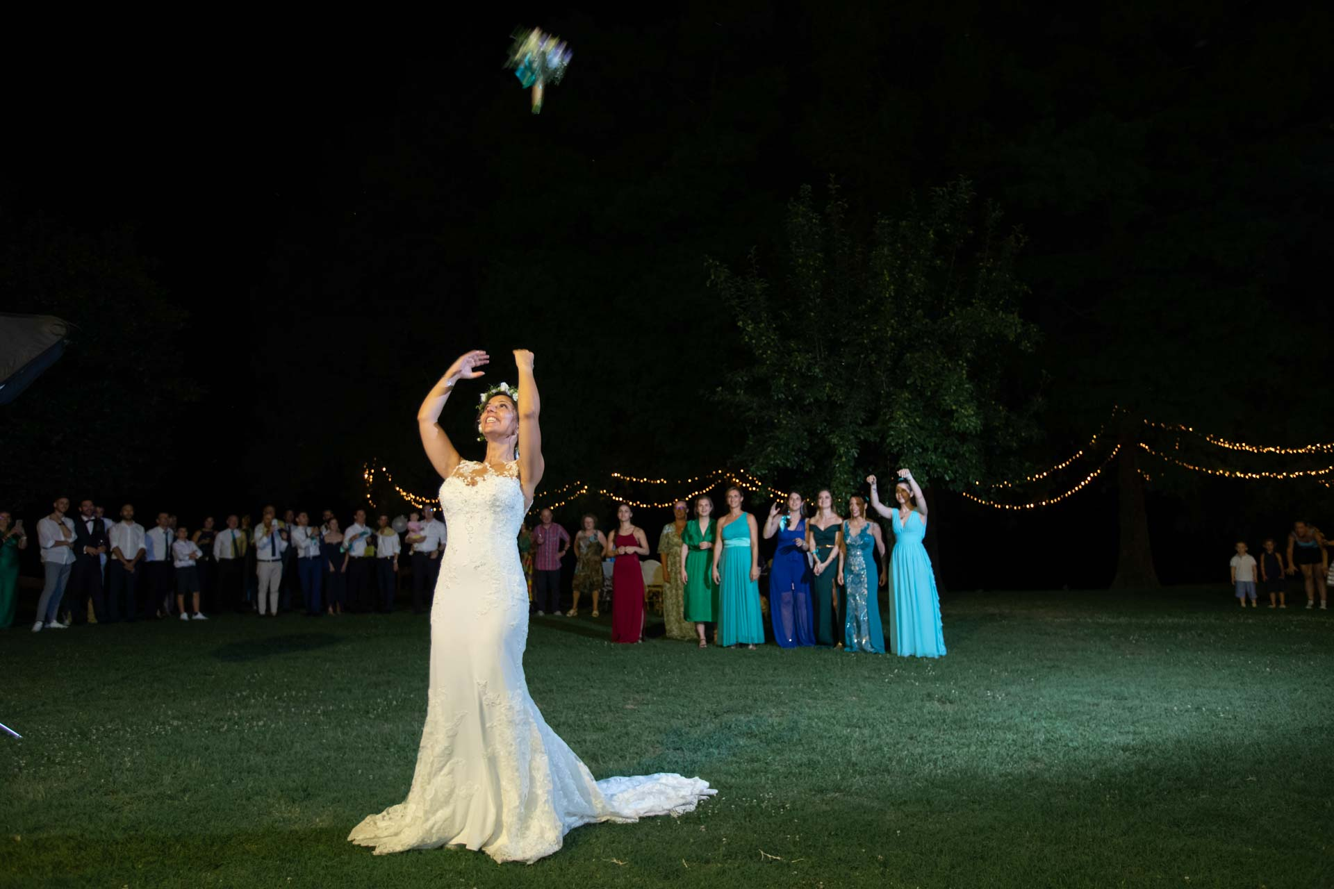 sposa lancio bouquet