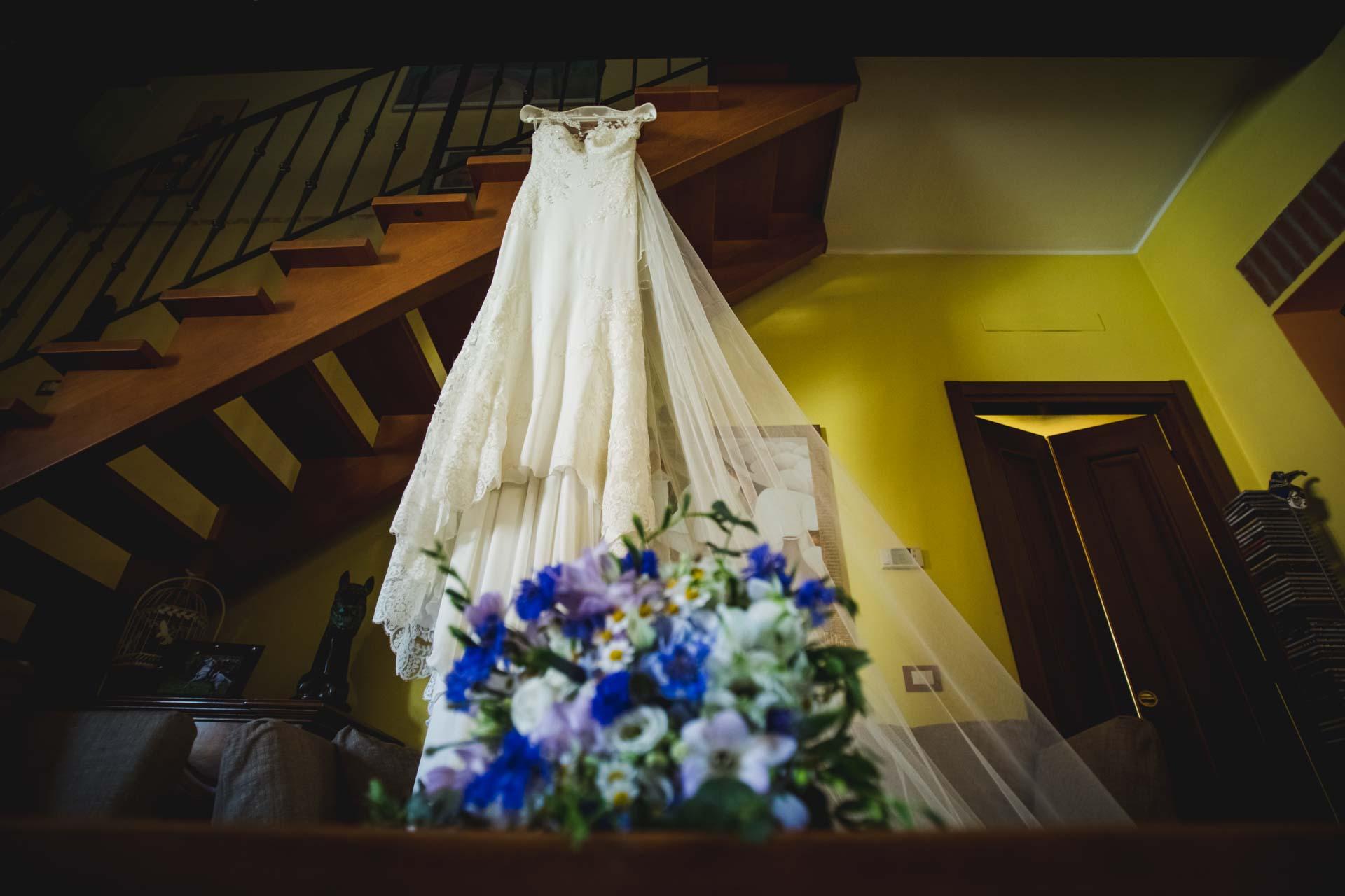 scale abito da sposa fiori
