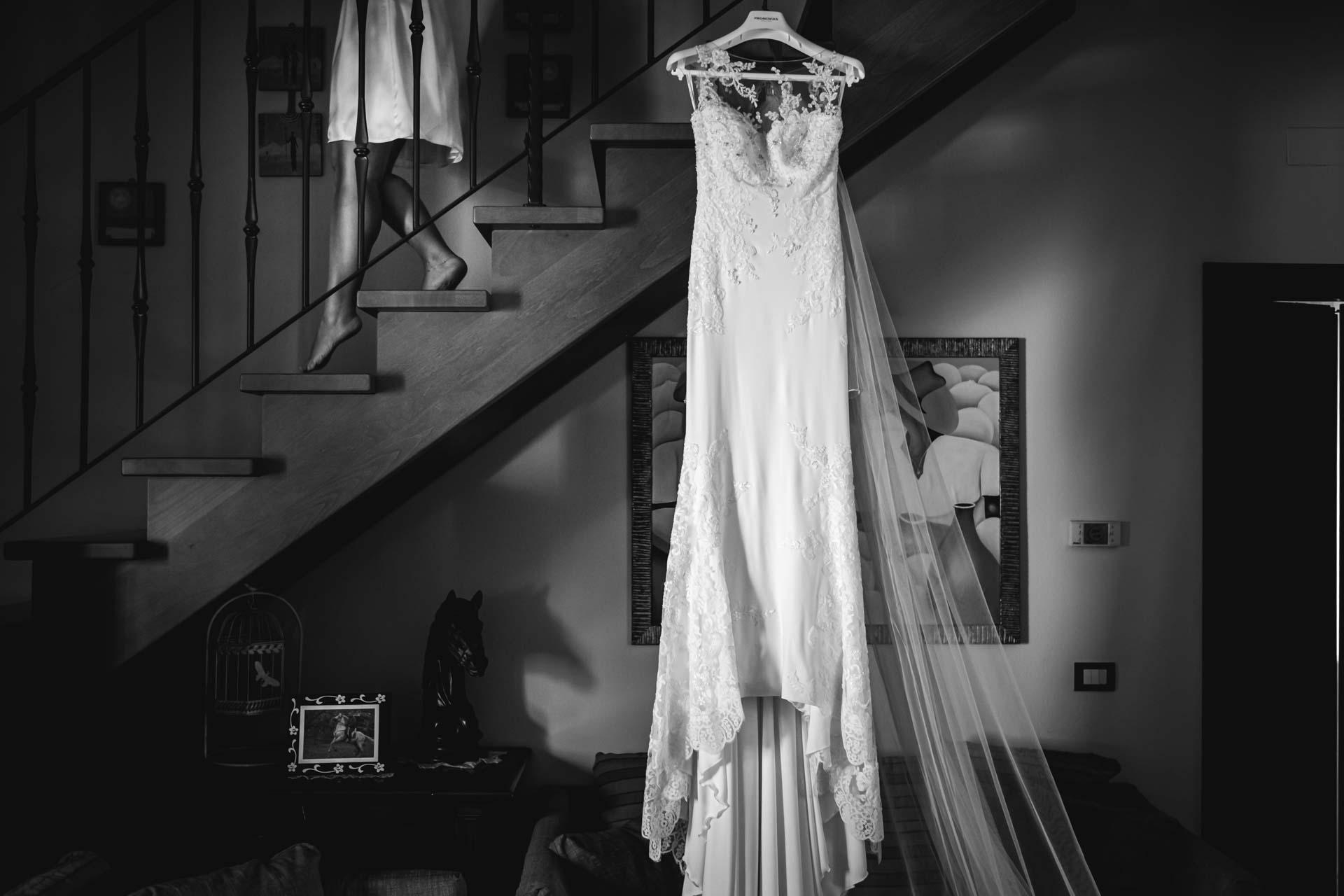 abito da sposa scale sposa bianco e nero