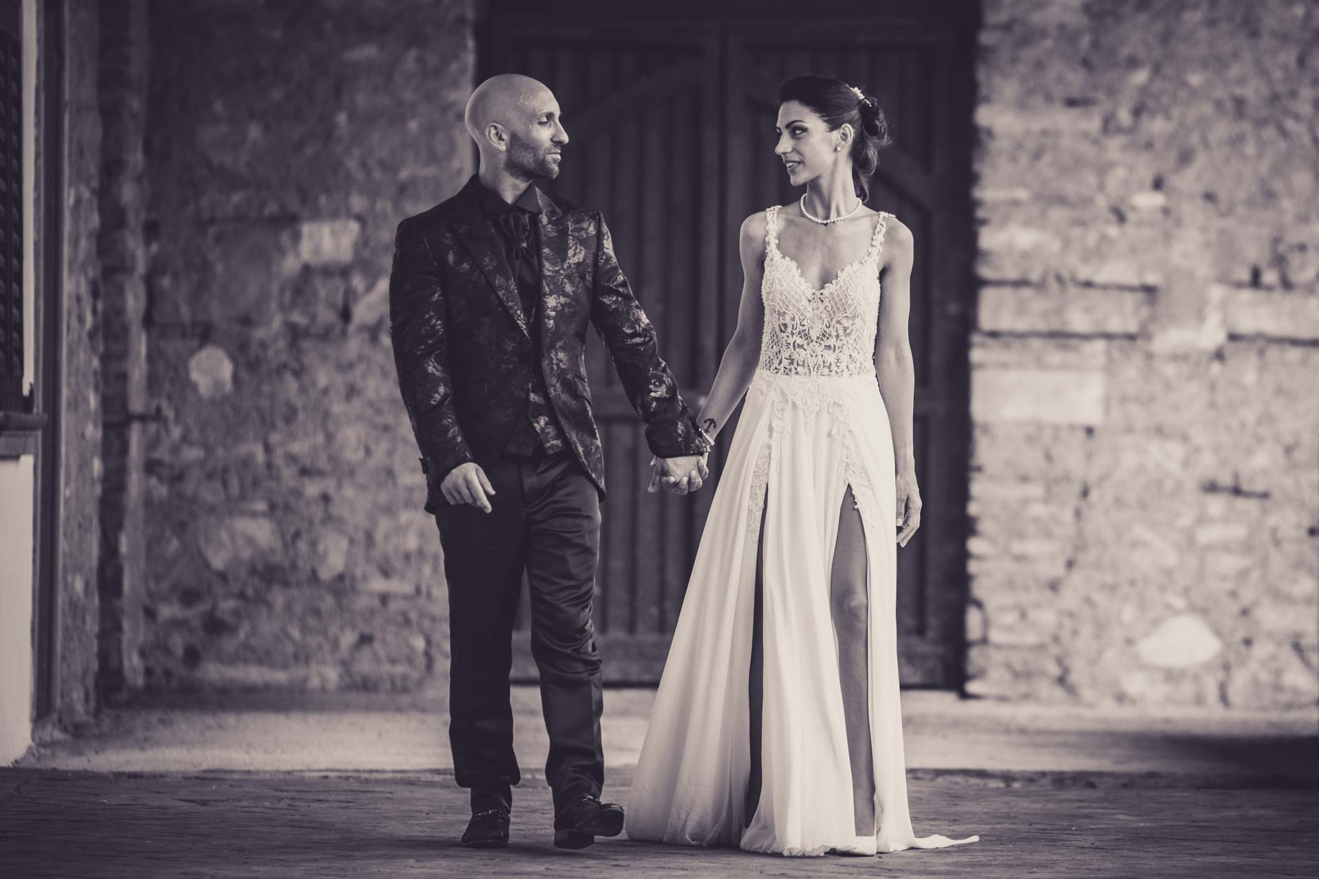 sposi mano bianco e nero