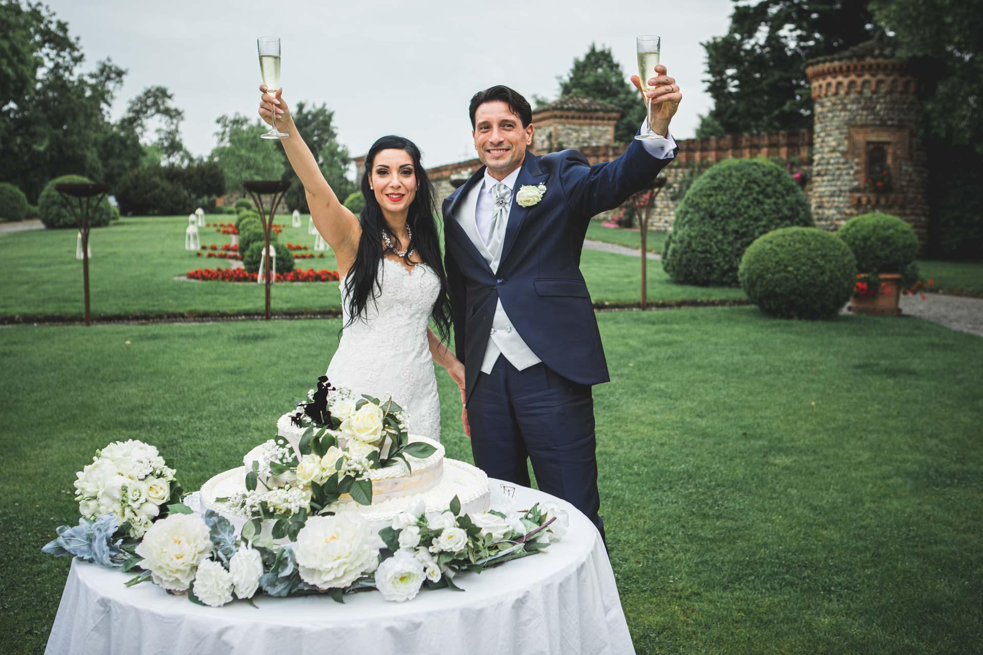 matrimonio sposi brindisi taglio torta