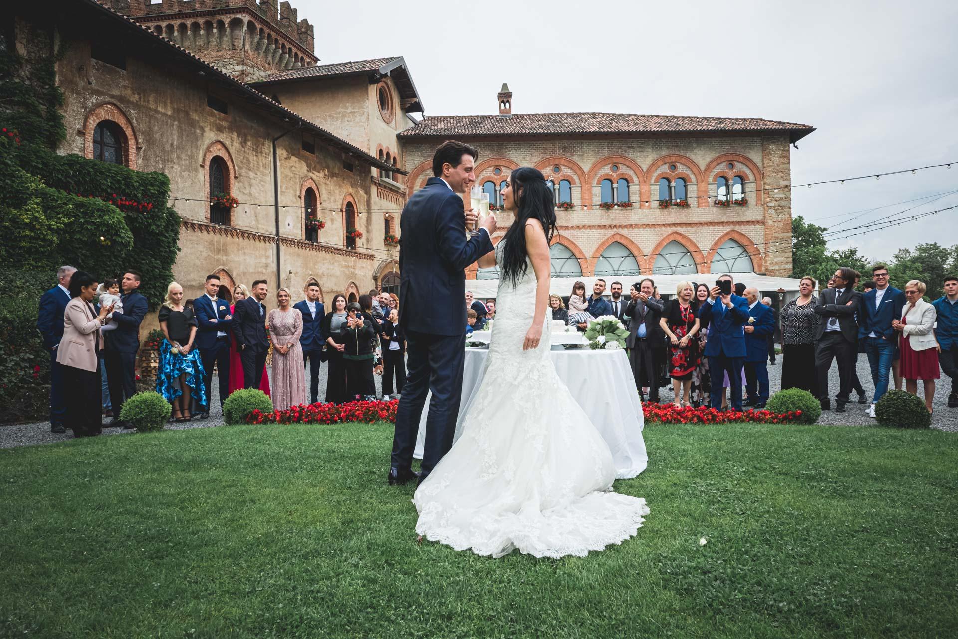 matrimonio sposi brindisi invitati ricevimento castello di marne