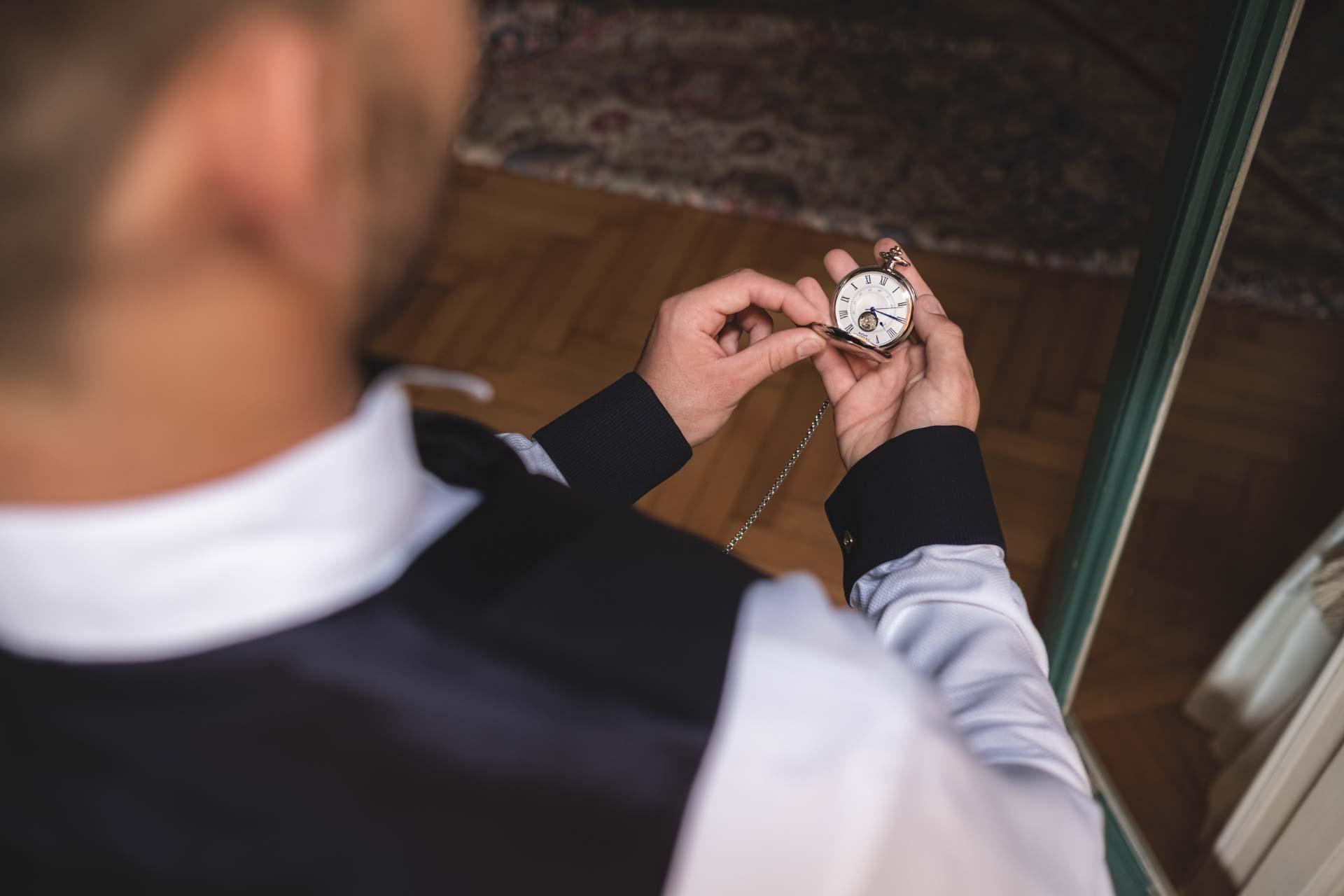 particolare sposo orologio