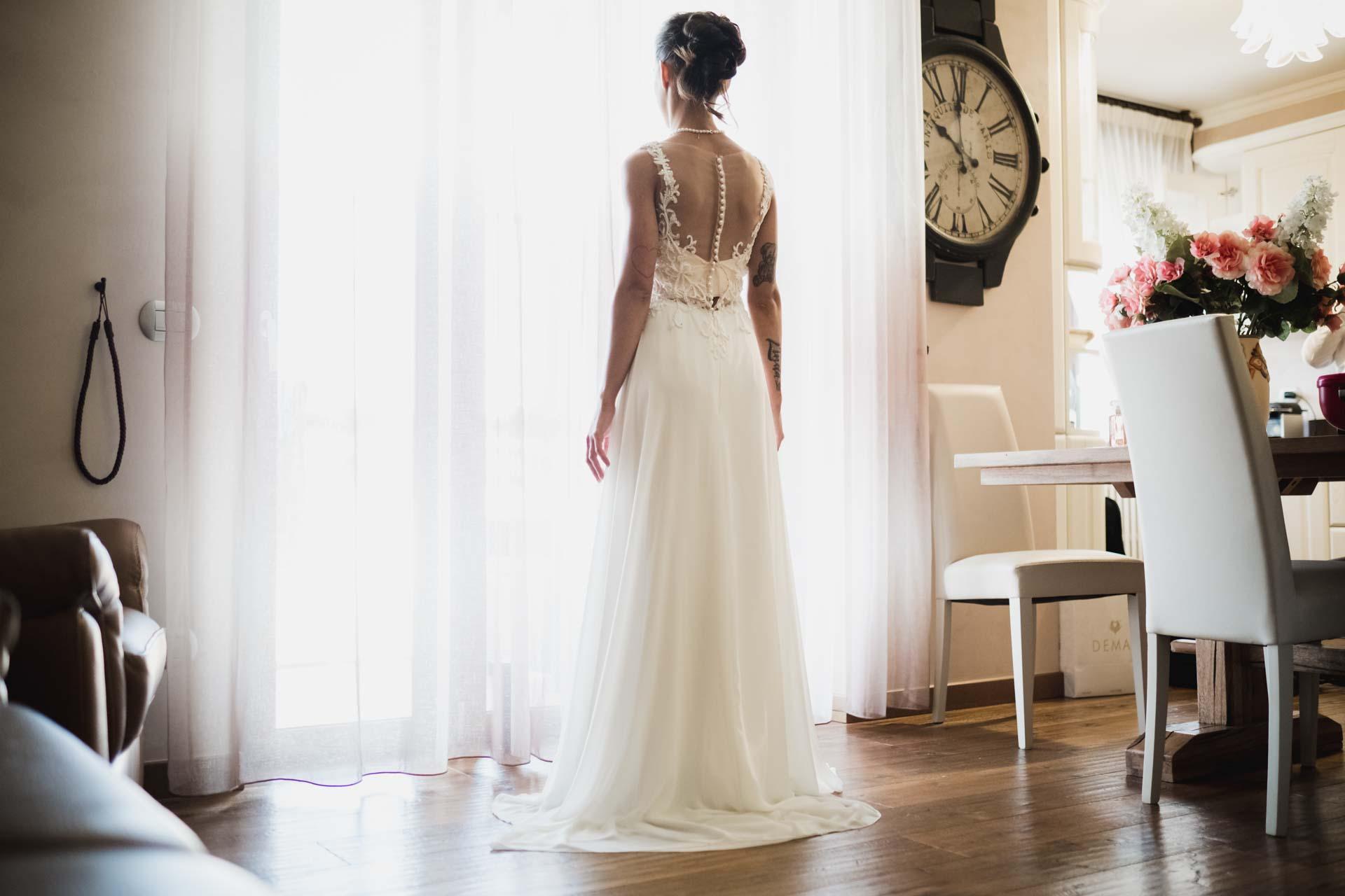 sposa abito finestra orologio