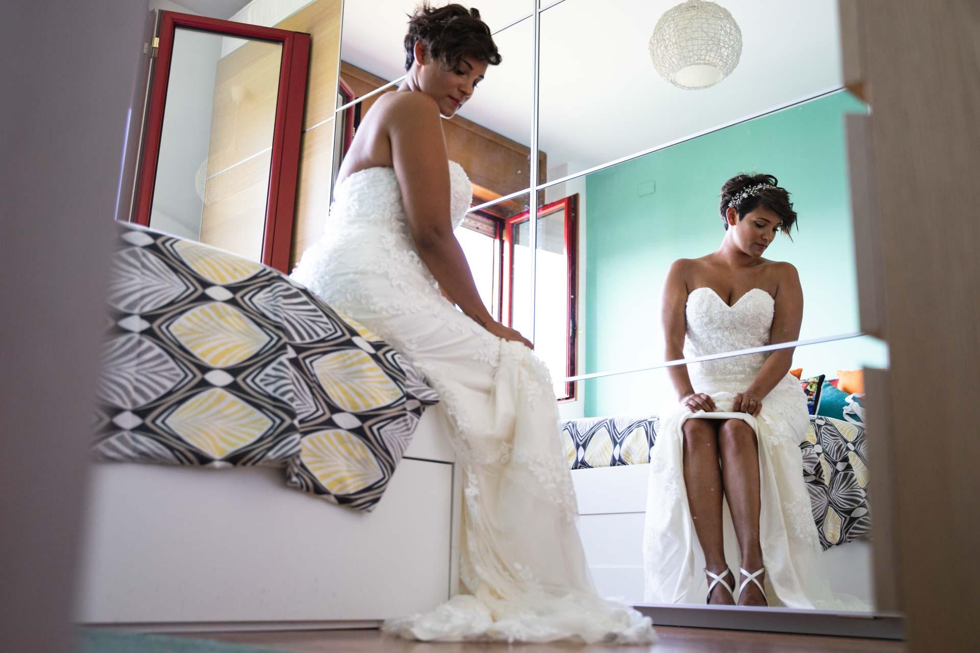 sposa abito specchio casa