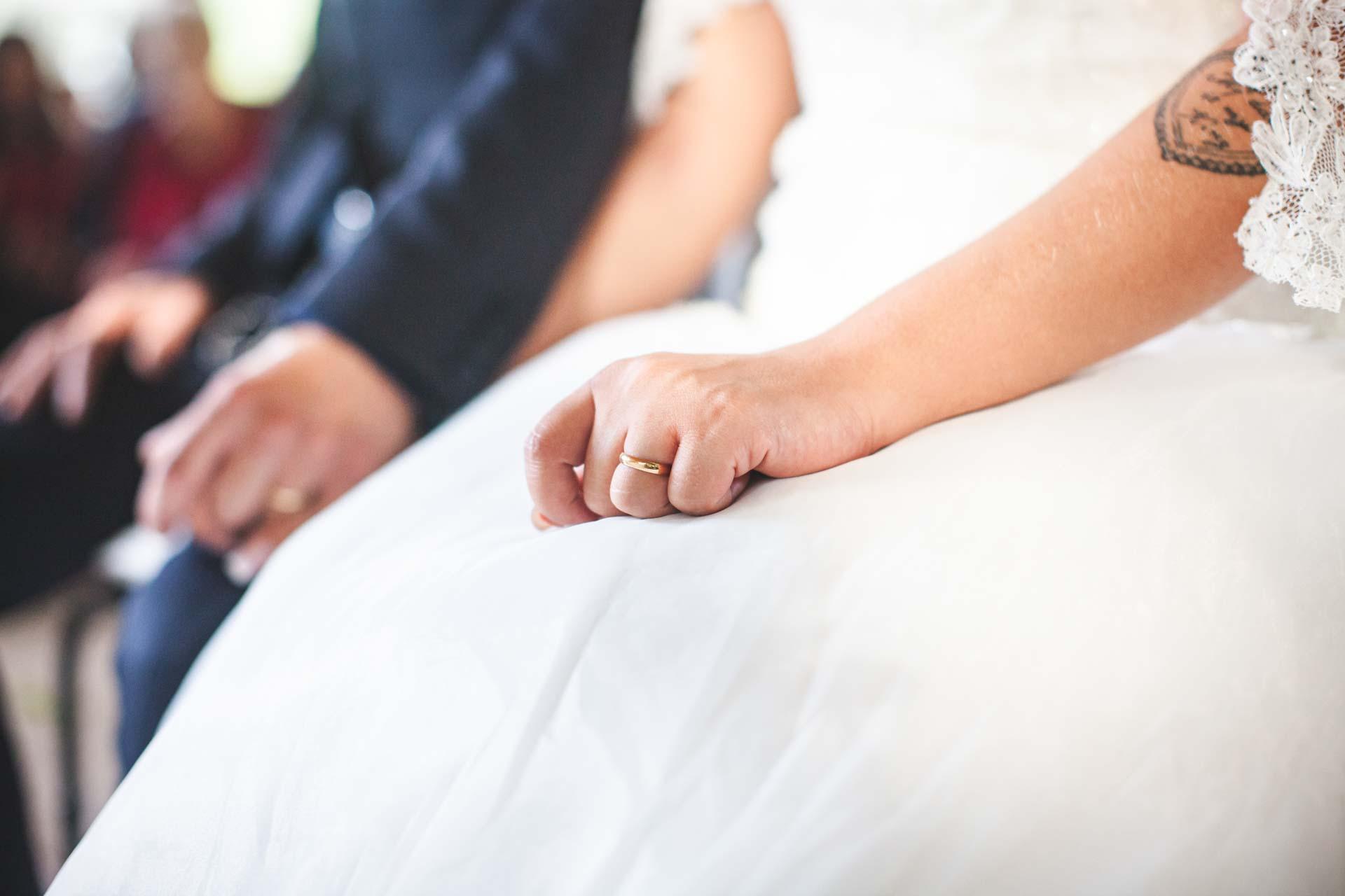 sposa mano fede